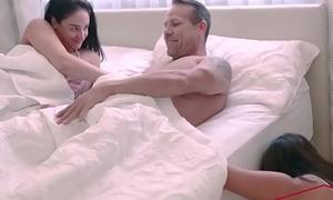 Sheena Ryder , Esperanza del Horno In Sex Lies And Stepdaughters