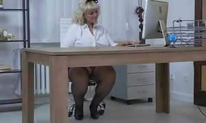 Euro BBW milf Dita works state no with regard to pussy with fingers and dildo