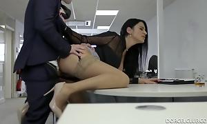 Ania Kinski - Busty Nightfall darkness Patronne Exigeante - European Office Hardcore Regarding Cumshot